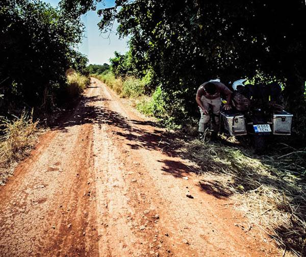 pano_mozambique_gravelroad.jpg